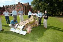 team-building-construction-de-char-en-carton