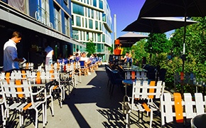 Choisissez une terrasse au soleil pour vos déjeuners